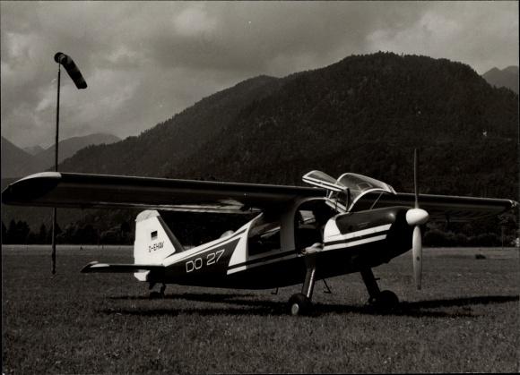 Foto Ak Dornier Do 27, Sportflugzeug am Boden, D-EHAV, Werksfoto 1 10909