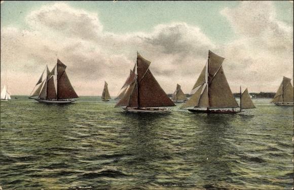 Ak Segelboote mit gesetzten Segeln auf dem Wasser