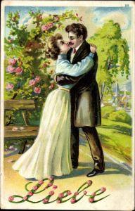 Präge Litho Allegorie Liebe, Liebespaar, Umarmung, Rosenhecke