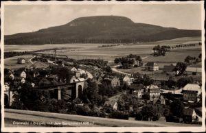 Ak Sehmatal Cranzahl im Erzgebirge, Bahnstrecke, Eisenbahnbrücke, Panorama vom Ort