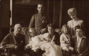 Ak Herzog Ernst August von Braunschweig, Eltern, Herzog von Cumberland, Viktoria Luise, Kinder