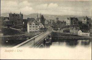 Ak Saalfeld an der Saale Thüringen, Blick über die Brücke auf die Stadt