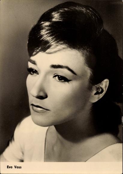 Ak Schauspielerin Eva Vass, Intermezzo im Regen, Portrait, VEB Progress