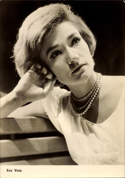 Ak Schauspielerin Eva Vass, Schade ums Benzin, Intermezzo im Regen, Portrait