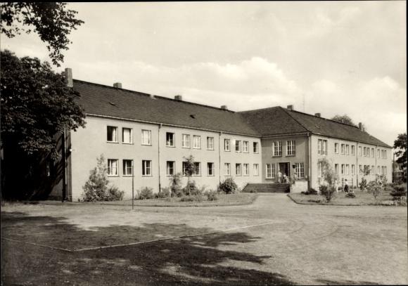 Ak Luckenwalde im Kreis Teltow Fläming, Pädagogische Schule für Kindergärtnerinnen, Internat