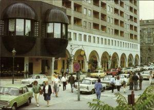 Ak Berlin Mitte, Marx Engels Forum, Gaststättenkomplex Am Marstall, Passanten, Autos