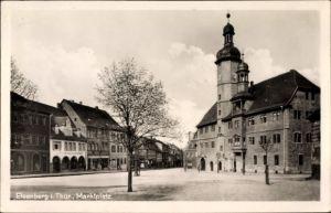 Ak Eisenberg im Saale Holzland Kreis, Blick auf den Marktplatz, Turmuhr