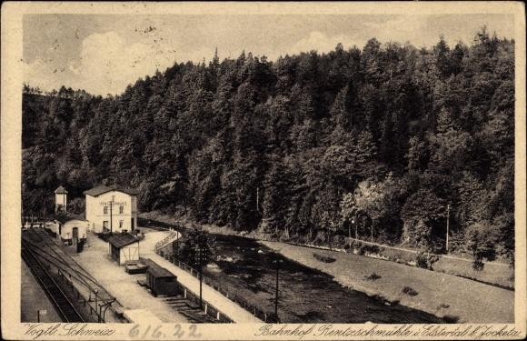 Ak Rentzschmühle Pöhl im Vogtland, Blick auf den Bahnhof, Fluss, Waldpartie