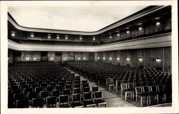Ak Leuna an der Saale, Blick in das Klubhaus der Werktätigen, Theatersaal