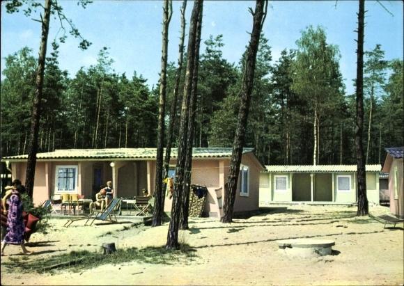 Ak Deutschbaselitz Kamenz im Kreis Bautzen, Partie in der Bungalowsiedlung, Liegestuhl