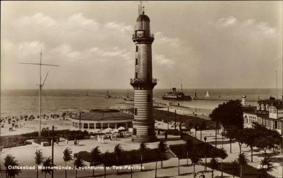 Ak Rostock Warnemünde, Blick auf Leuchtturm und Teepavillon, Dampfer, Strandpartie