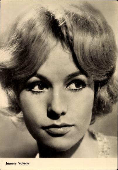 Ak Schauspielerin Jeanne Valerie, aus dem Film Julia, du bist zauberhaft, Portrait