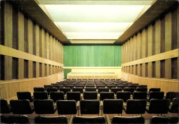 Ak Filmmuseum der DDR, Kinosaal, Sitzplätze, Leinwand, Schlösser und Gärten Potsdam Sanssouci
