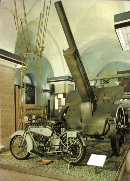 Ak Dresden in Sachsen, Armeemuseum der DDR, 10 cm Kanone 17, Heeres Kraftrad, Beobachtungsballon
