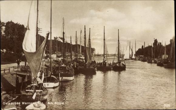 Ak Warnemünde Rostock in Mecklenburg, Am Strom, Segelboote