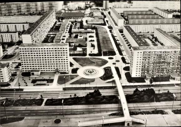 Ak Halle Neustadt, Fliegeraufnahme, Wohnviertel mit Park, Fliegeraufnahme