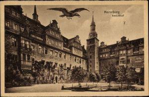 Ak Merseburg an der Saale, Blick auf den Schlosshof, Rabe