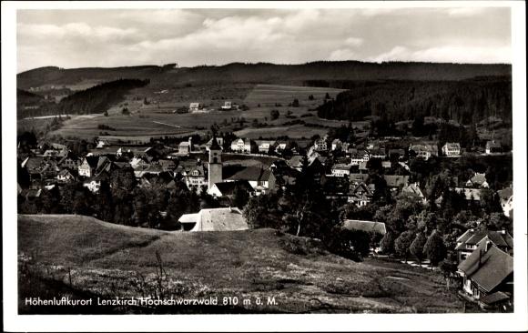 Ak Lenzkirch im Südschwarzwald, Panorama vom Ort, Kirche, Wohnhäuser