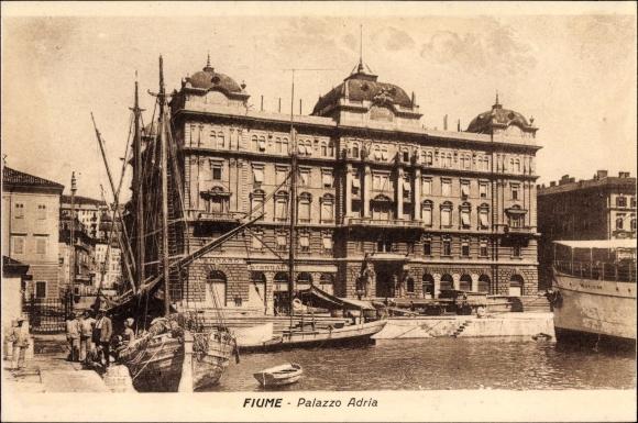 Ak Rijeka Fiume Kroatien, Palazzo Adria, Hafenpartie, Segelschiff
