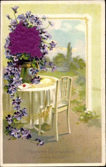Material Präge Litho Glückwunsch Geburtstag, Veilchenstrauß auf einem Tisch