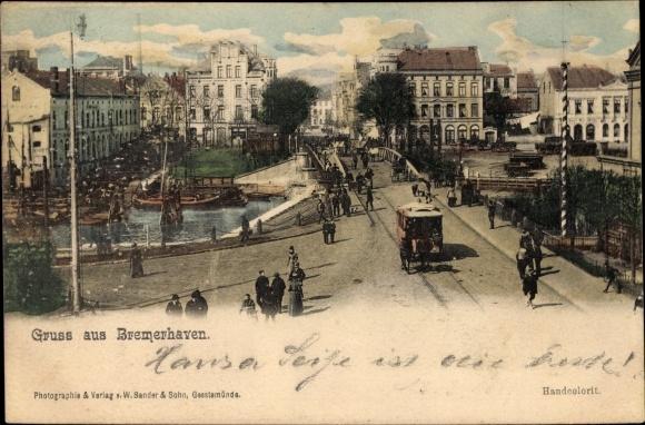 Ak Bremerhaven, Straßenansicht, Hafen, Passanten, Straßenbahn, Brücke