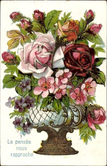 Präge Litho La pensée nous rapproche, Blumen in einer Vase, Rosen, Veilchen