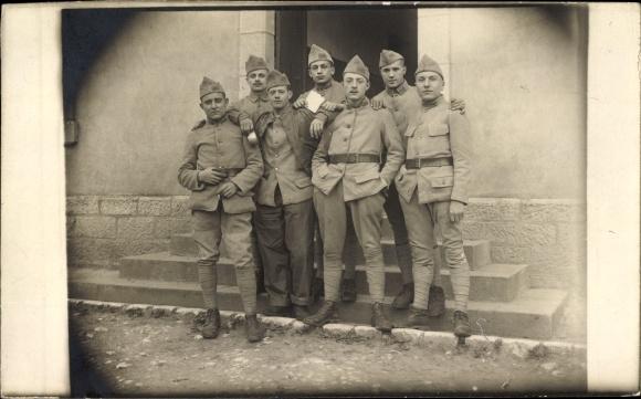 Foto Ak Französische Soldaten in Uniform, Kragenspiegel und Mützen mit Regimentnummer 155, I. WK