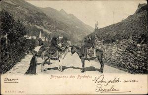Ak Paysannes des Pyrénées, Frauen in Tracht auf Eseln reitend