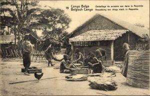 Ganzsachen Ak DR Kongo Zaire, Emballage de poisson sec dans le Mayumbo, Fischverarbeitung