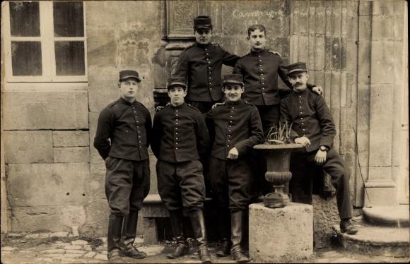 Foto Ak Sechs französische Soldaten in Uniform, Gruppenfoto, I. WK