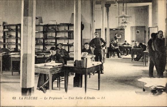 Ak La Fleche Sarthe, Le Prytanée, une salle d'etude, Kinder in der Militärschule