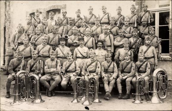 Foto Ak Militärkapelle, französische Soldaten in Uniform mit Musikinstrumenten