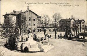 Ak Traunstein in Oberbayern, Partie beim Prinzregenten Denkmal mit Bahnhof und Post