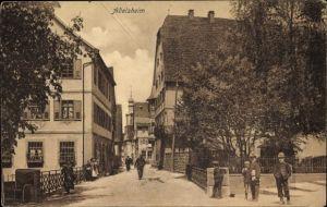 Ak Adelsheim im Neckar Odenwald Kreis, Straßenpartie im Ort, Wohnhäuser, Passanten