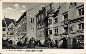 Ak Lindau in Bodensee Schwaben, Straßenpartie mit Geschäften