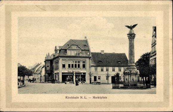 Ak Doberlug Kirchhain in Brandenburg, Marktplatz, Denkmal, Geschäft Carl Druschke, Apotheke
