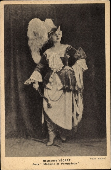 Ak Opernsängerin Raymonde Vecart als Madame de Pompadour, Standportrait