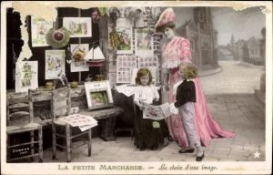 Ak La petite marchande, le choix d'une image, Bilderhändlerin, Kinder, Puppe, Modellboot