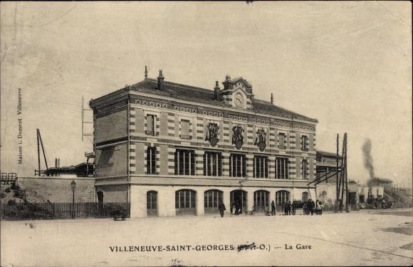 Ak Villeneuve Villeneuve Saint Georges Val de Marne, La Gare, Blick auf den Bahnhof, Straßenseite