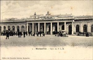 Ak Montpellier Hérault, Gare du PLM, Blick auf den Bahnhof, Straßenseite, Verkaufsstand