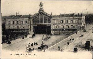 Ak Amiens Somme, La Gare, Blick auf den Bahnhof, Straßenseite, Levy & Fils L.L. 56