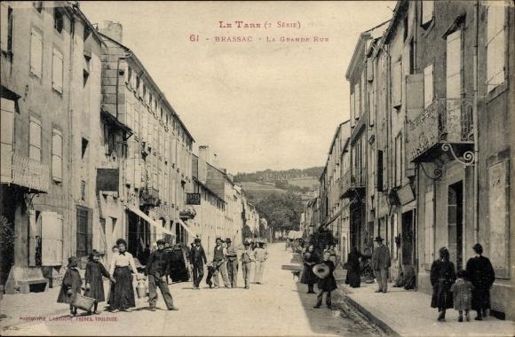 Ak Brassac Tarn, La Grande Rue, Straßenpartie, Anwohner