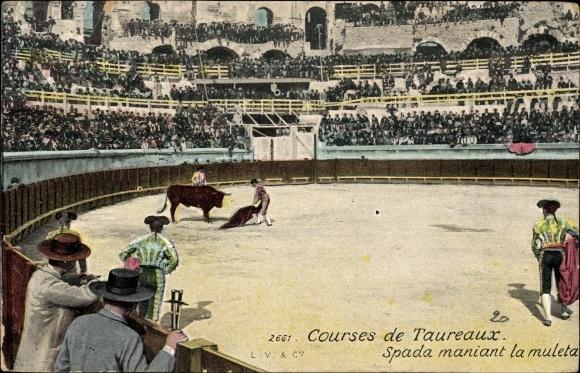 Ak Courses de Taureaux, Spada maniant la muleta, Stierkampf in der Arena, Torero