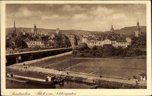 Ak Saarbrücken im Saarland, Blick auf Stadt vom Schlossgarten