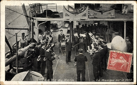 Ak La Vie du Marin, la musique sur le pont, Seeleute, Militärkapelle, Trompeten, Pauke