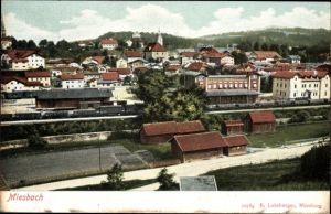 Ak Miesbach in der Region Oberland Oberbayern, Blick über den Bahnhof auf den Ort