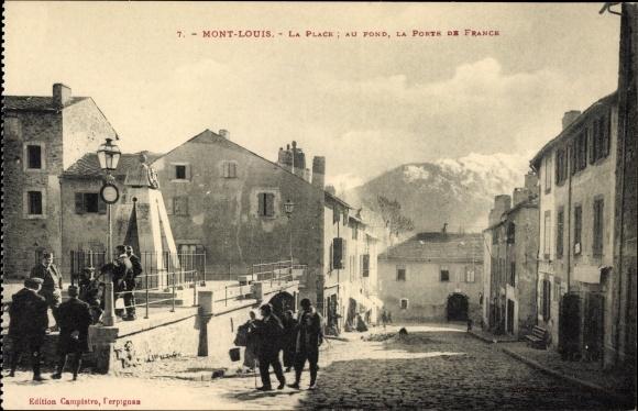 Ak Mont Louis Pyrénées Orientales, la place, au pond, la porte de France, Straßenpartie im Ort