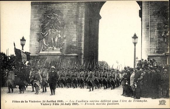 Ak Paris, Fetes de la Victoire, 14 Juillet 1919, les Fusiliers marins défilent sous l'Arc de Triomph