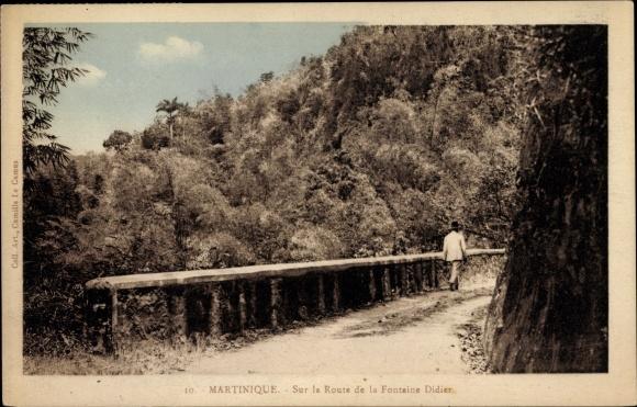 Ak Martinique, Sur la Route de la Fontaine Didier