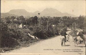 Ak Guadeloupe, Le Volcan La Soufrière, Vue de St. Claude